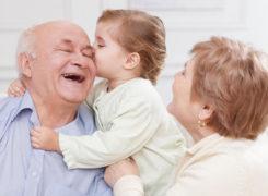 Đau nhức xương khớp ở người già, hãy yêu thương gia đình từ những điều nhỏ nhất