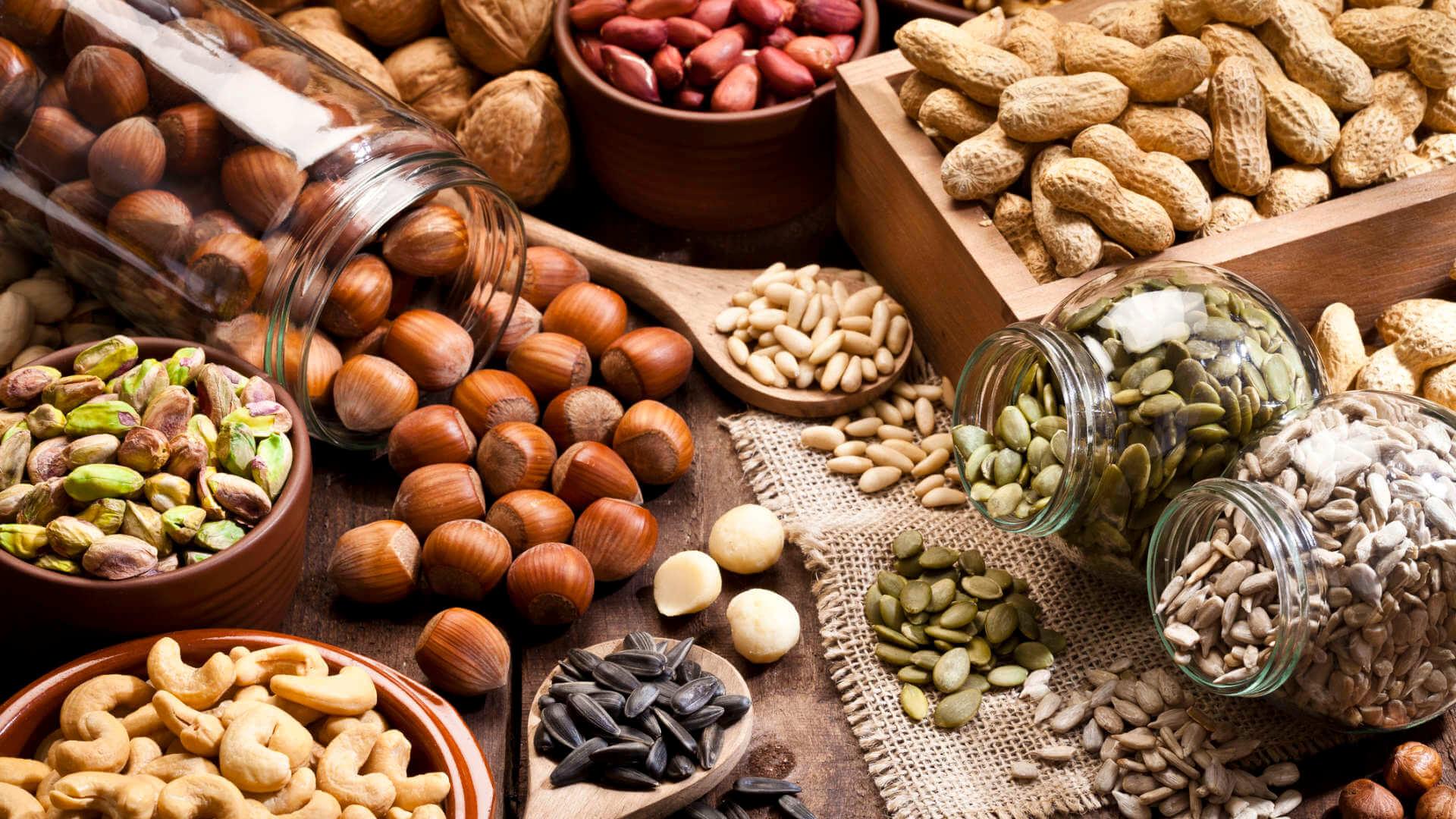 các loại hạt không chỉ cung cấp các chất xơ mà còn cung cấp canxi tốt cho xương khớp