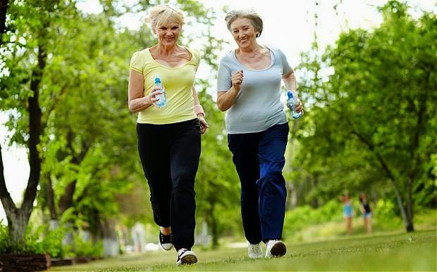 Người bị đau khớp gối có nên chạy bộ không?