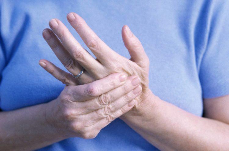 viêm thường xuất hiện ở những người lớn tuổi, ít vận động