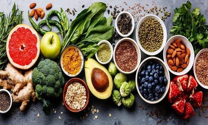 Thực hiện chế độ ăn uống lành mạnh với nhiều rau xanh và hoa quả tươi cộng với tập luyện thể dục thể thao mỗi ngày sẽ làm giảm nguy cơ mắc bệnh gout