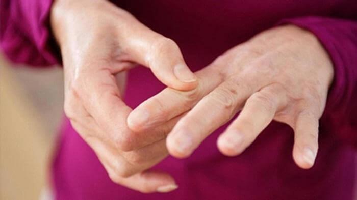 Có nhiều cách làm giảm sưng đau khớp như nẹp, tiêm thuốc vào khớp…