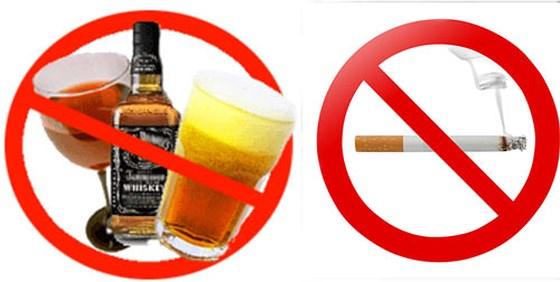 Người bị men gan cao tuyệt đối không nên sử dụng rượu bia và thuốc lá