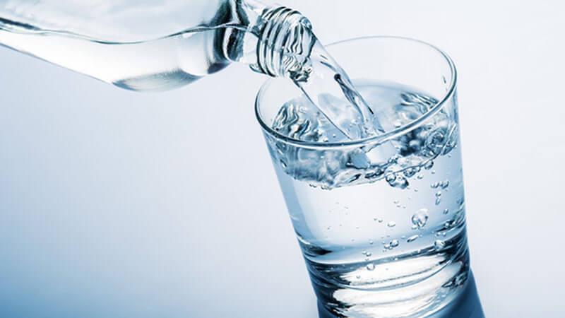 Uống đủ nước mỗi ngày giúp đào thải độc cơ thể
