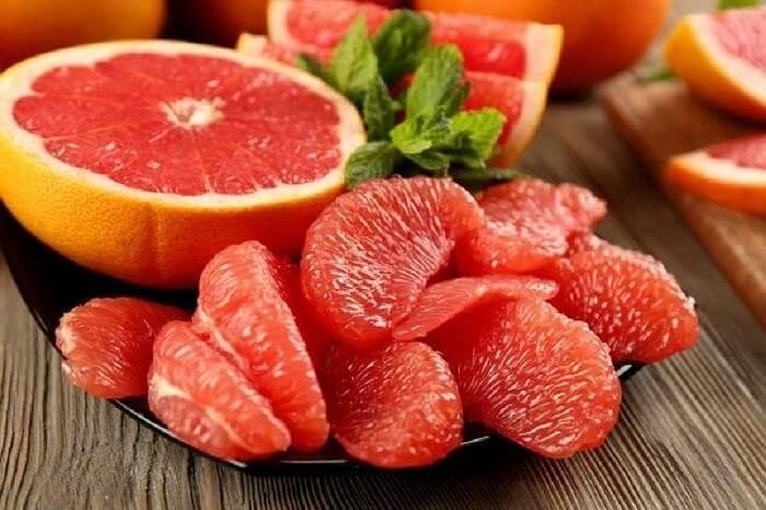 Bưởi có nhiều vitamin, chất xơ và các hợp chất giúp giải độc cho gan
