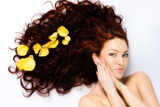 Thường xuyên chăm sóc tóc để tóc luôn được chắc khỏe không còn bị xơ rối