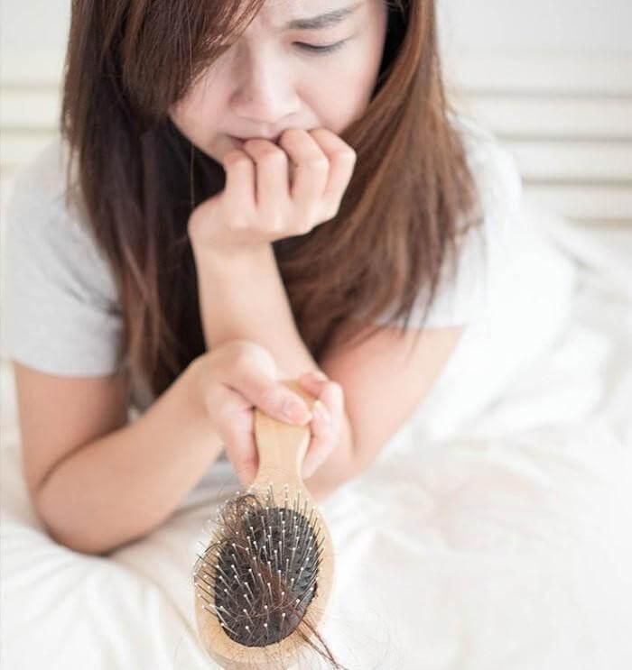 Tinh thần luôn mệt mỏi, chán nản là nguyên nhân gây rụng tóc nhiều ở chị em phụ nữ