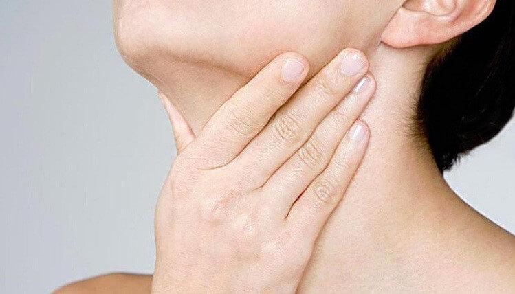 Đau họng là tình trạng phổ biến, thường gặp ở mọi lứa tuổi