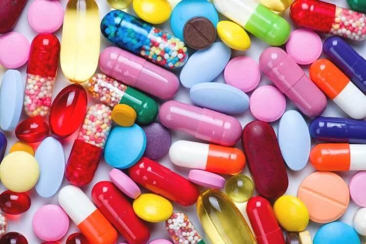 Một số loại thuốc thường được dùng để điều trị viêm họng hạt như clarithromycin, roxithromycin, amoxicillin