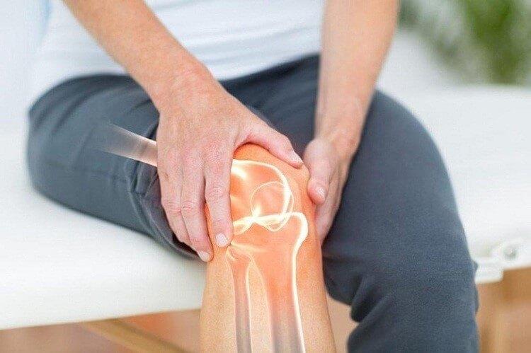 Tuổi già thường gặp nhiều vấn đề về xương khớp