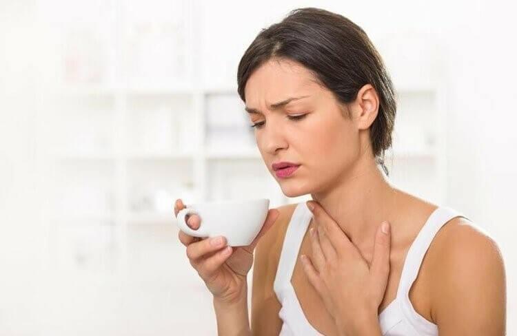 Khàn tiếng có nhiều nguyên nhân khác nhau, nhưng chủ yếu là do viêm thanh quản