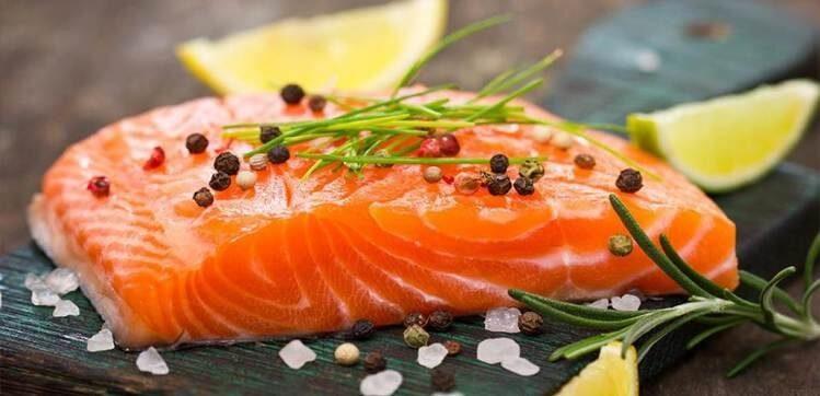 Ngoài tốt cho tim mạch, cá hồi còn cải thiện khả năng sinh lý nam hiệu quả