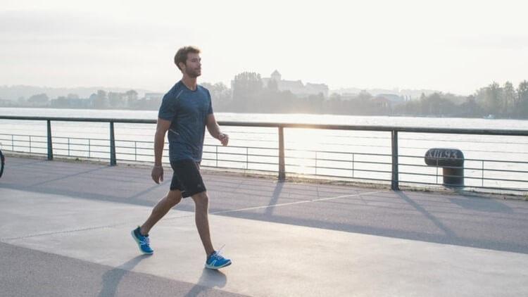 Đi bộ nhanh làm tăng khả năng lưu thông máu, thúc đẩy hoạt động tình dục