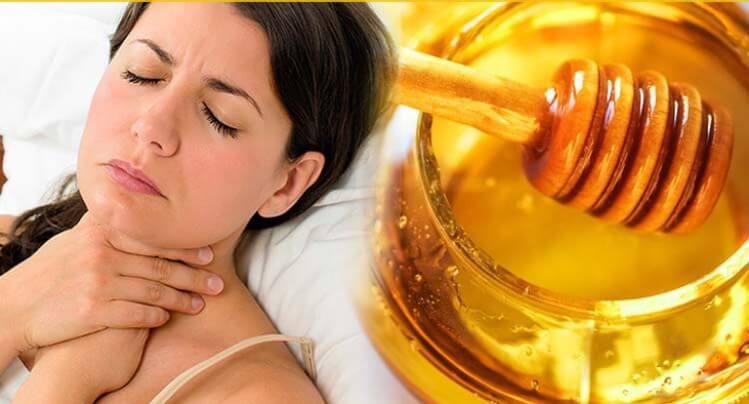 Mật ong được sử dụng phổ biến để điều trị các bệnh liên quan quan đến cổ họng vì đặc tính sát khuẩn và kháng viêm của nó