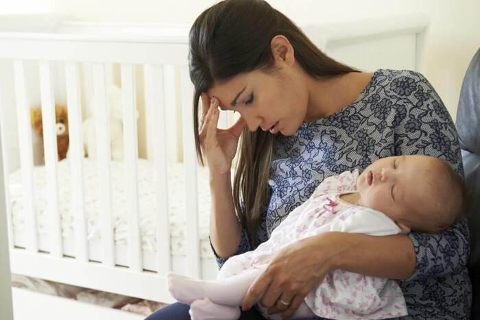 Làm việc quá sức sau sinh khiến phụ nữ dễ đau nhức xương khớp