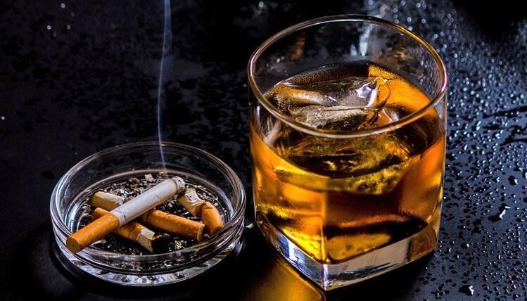 Rượu bia thuốc lá ảnh hưởng đến sức khỏe, làm giảm khả năng sinh lý của cả nam
