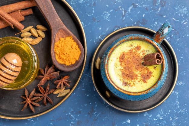 Tinh bột nghệ kết hợp với mật ong giúp giảm tình trạng đau dạ dày tốt