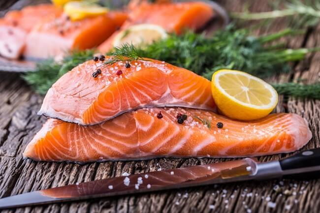 cá hồi mang lại nguồn dinh dưỡng tuyệt vời cho trẻ
