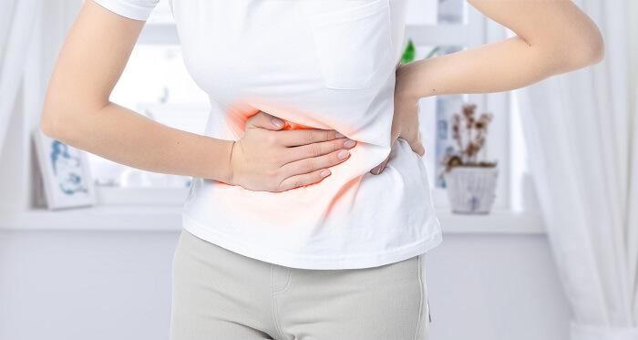 Người bị viêm loét đại tràng thường cảm thấy đau bụng âm ỉ và dữ dội