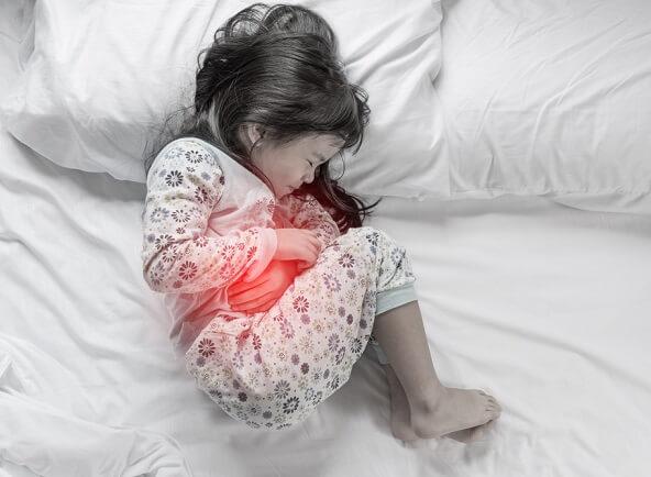 Tình trạng đau bụng dữ dội cũng là triệu chứng của bệnh