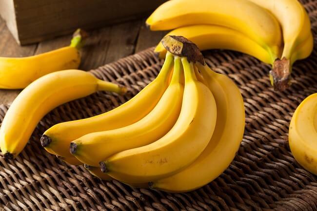 Trong chuối chứa nhiều vitamin giúp ngăn ngừa táo bón