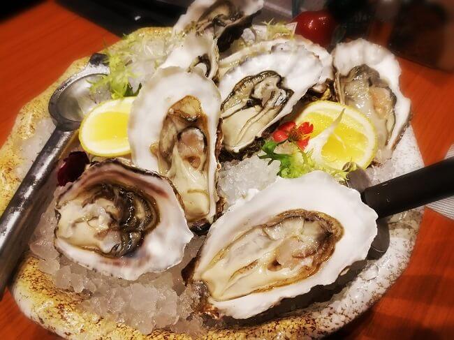 Trong hàu biển có nhiều thành phần vi lượng vitamin và kẽm tốt cho thận