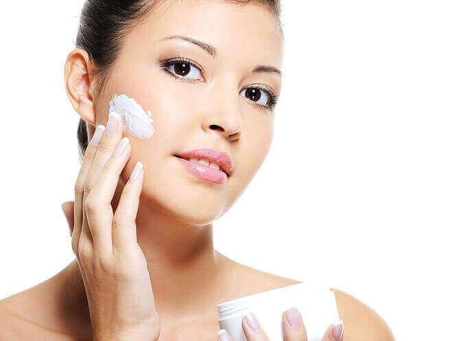 Nên chọn kem dưỡng trắng da toàn thân phù hợp với làn da để đạt được hiệu quả tốt nhất