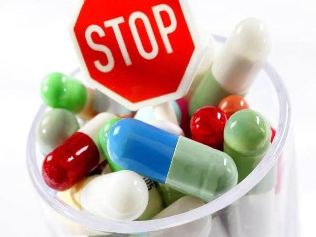 Ngưng kháng sinh đang sử dụng và chuyển sang kháng sinh có hiệu quả trên C.Difficile