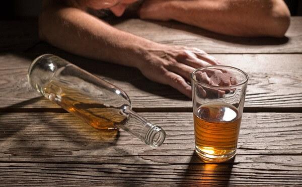 Rượu là tác nhân của nhiều bệnh, đặc biệt là đau thượng vị dạ dày