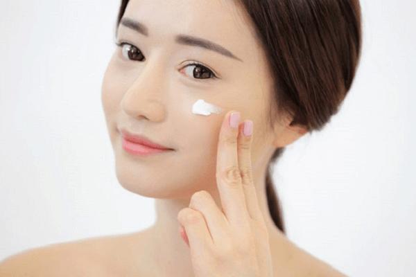 Bước cuối cùng và quan trọng nhất trong quy trình chăm sóc da vào ban đêm